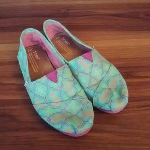 Cute turquoise patterned Toms
